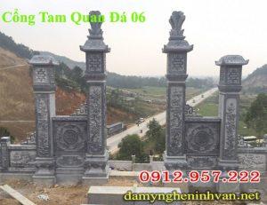 Cổng tam quan nhà thờ họ làm bằng đá