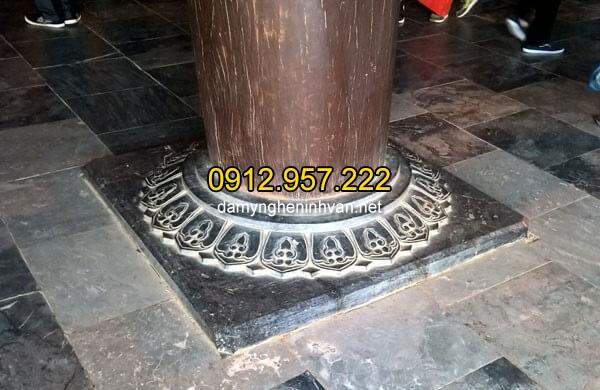Chân cột đá giúp tuổi thọ của cột gỗ lâu hơn bằng cách ngăn chặn mối mọt ẩm thấp