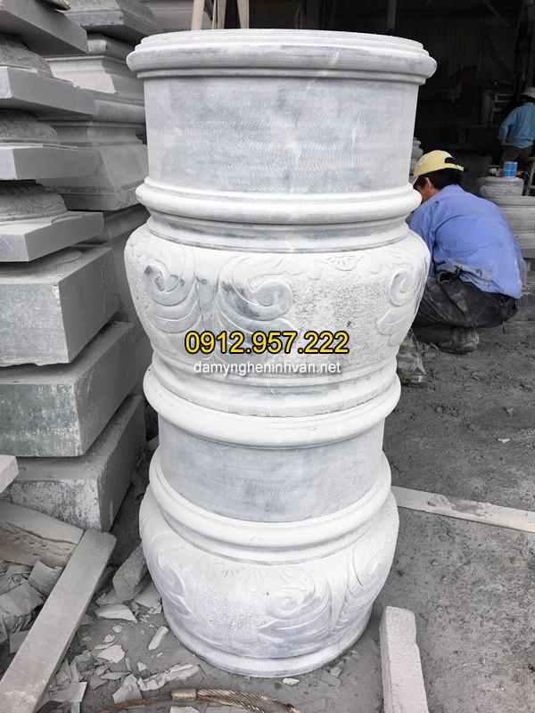 Chân cột đá tròn dỗng giữa