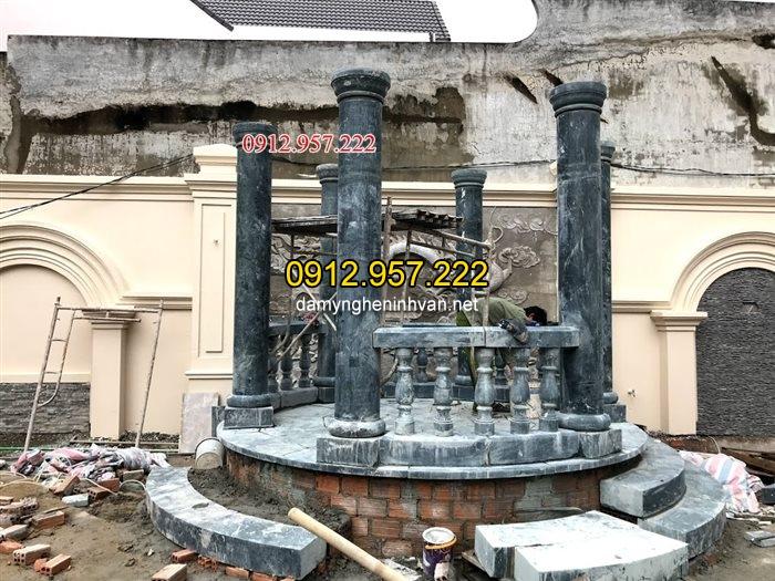 Hệ thống cột đá tròn xanh rêu tại Lâm đồng