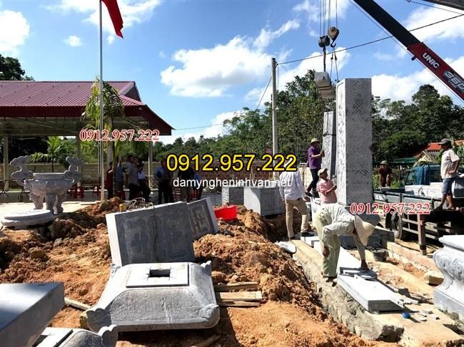 Hình ảnh lắp đặt cổng đá tại Hà Tĩnh
