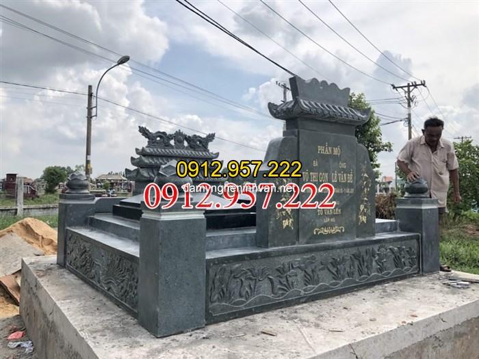 Ngôi mộ đôi đá xanh rêu hoàn thiên tại Sài Gòn