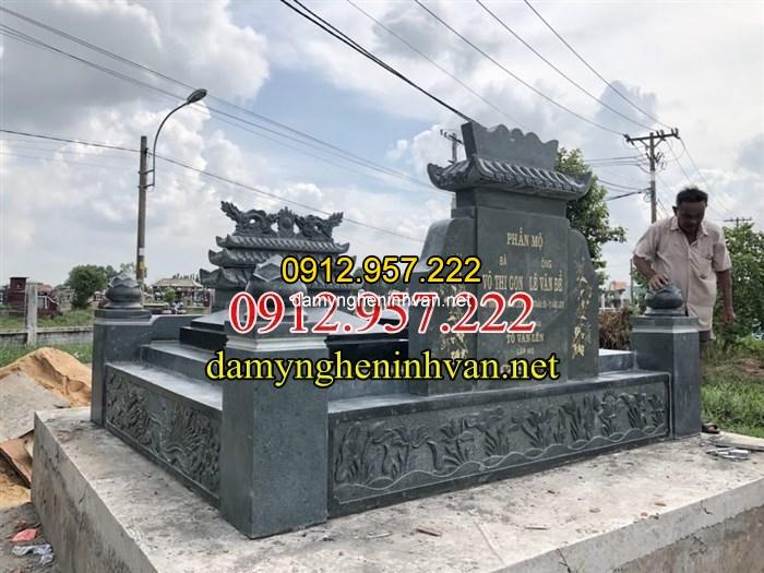 Mẫu mộ đôi bằng đá xanh rêu tại củ chi Sài Gòn