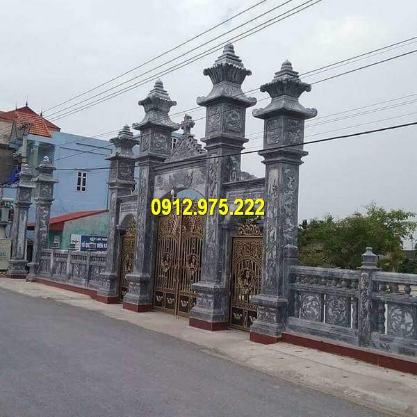 Một thiết kế kết hợp cổng đá và cổng nhôm đúc cho nhà thờ công giáo