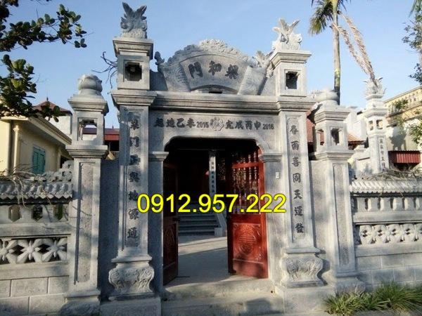 Mẫu cổng đền đẹp được làm từ những khối đá xanh tự nhiên