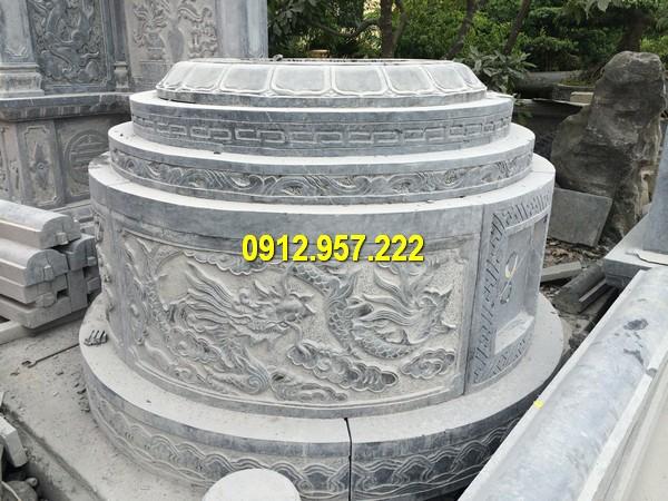 Hình ảnh mộ đá tròn được chế tác, điêu khắc những hoa văn tinh tế, đẹp mắt