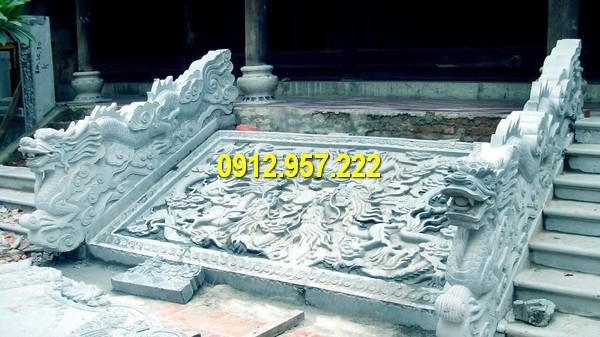 Rồng đá bậc thềm được điêu khắc tinh tế, sắc nét