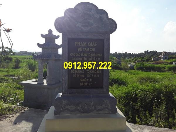 Bia mộ đá tại khu lăng mộ gia đình, dòng họ