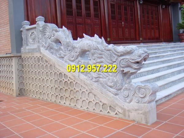 Rồng đá bậc thềm được chế tác từ đá tự nhiên chất lượng cao