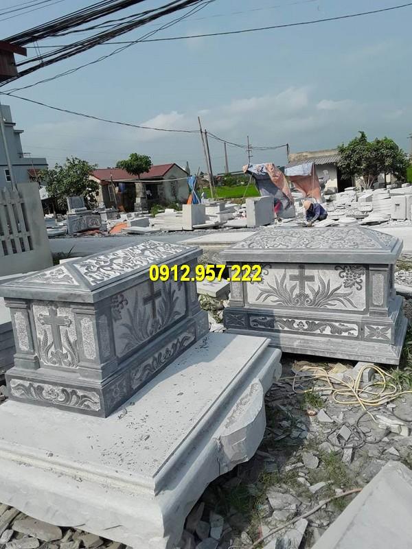 Hình ảnh mẫu mộ đá công giáo với những hoa văn tinh tế