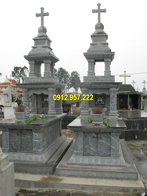 Lăng mộ đá công giáo có đặc trưng những đặc trưng của đạo Thiên Chúa