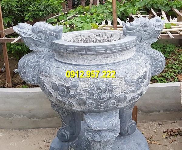 Lắp đặt lư hương bằng đá tại Nghệ An
