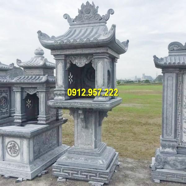 Cây hương đá đặt tại khu lăng mộ