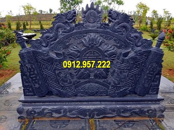 Lắp đặt bình phong trước mộ tại Yên Bái