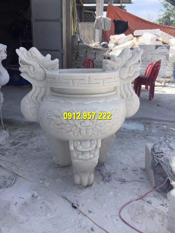 Chế tác bán lư hương bằng đá tại Tây Ninh