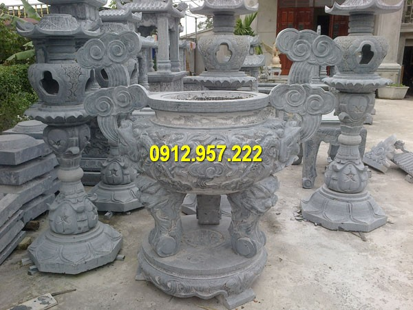 Giá lư hương bằng đá giá ở Hậu Giang