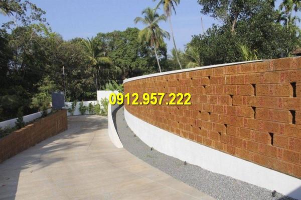 Tường rao đá ong thường được thấy ở các ngôi nhà phong cách cổ