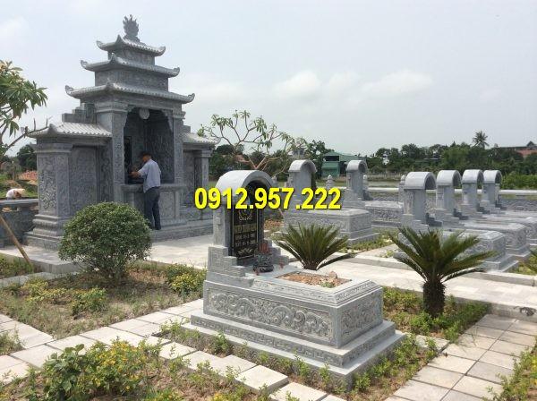 Khu lăng mộ dòng họ với các hạng mục khác nhau như mộ vòm. long đình đá