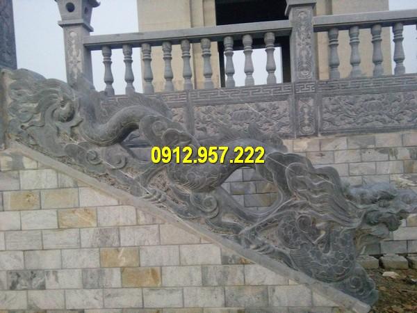 Lan can đá là phần hàng rao bao quanh khuân viên một công trình kiến trúc nào đó