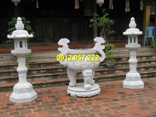 Cột đèn đá thờ cúng và lư hương bằng đá
