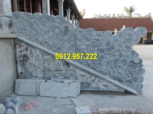 Rồng đá thường được đặt tại bậc tam cấp nhà thờ họ, đình chùa