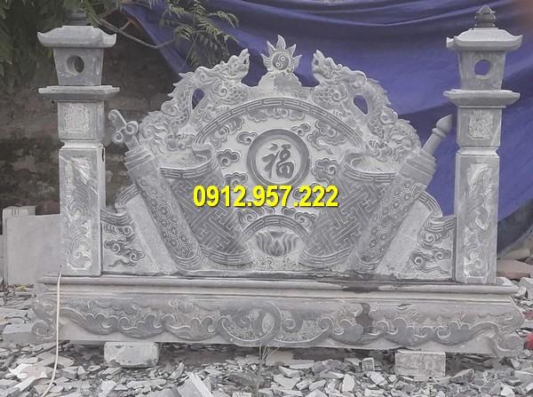 Hình ảnh cuốn thư bằng đá trước mộ chuẩn phong thuỷ
