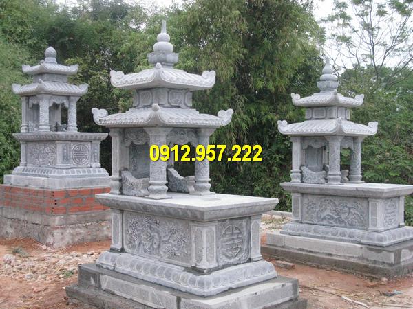 Mộ đá hai mái được chạm khắc các hình hoa lá, chữ Thọ đẹp mắt
