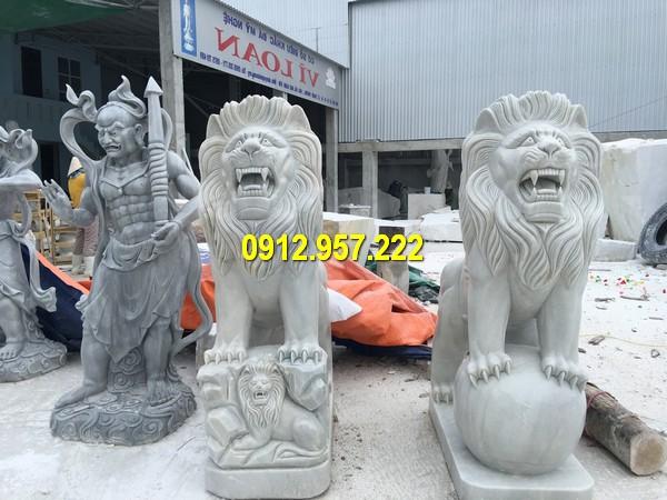Cặp sư tử đá trước cổng chuẩn phong thuỷ