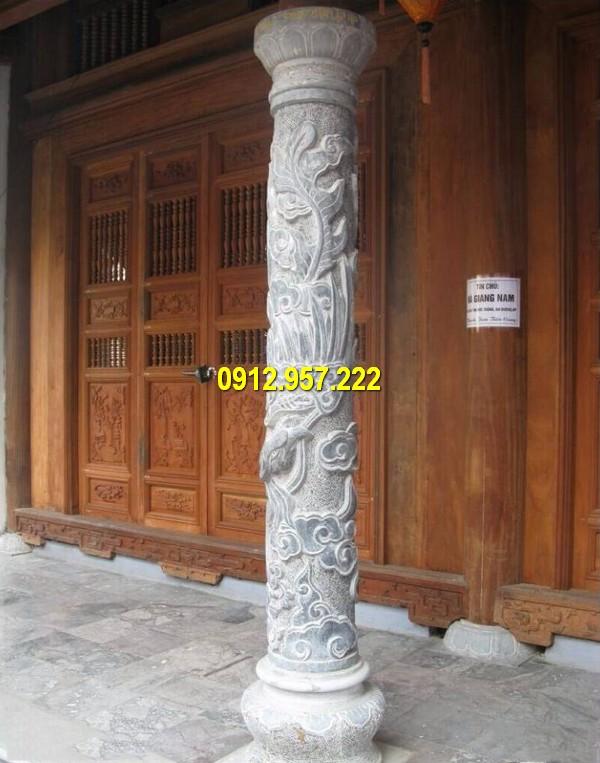 Cột đá tròn chạm khắc hoa văn tinh tế