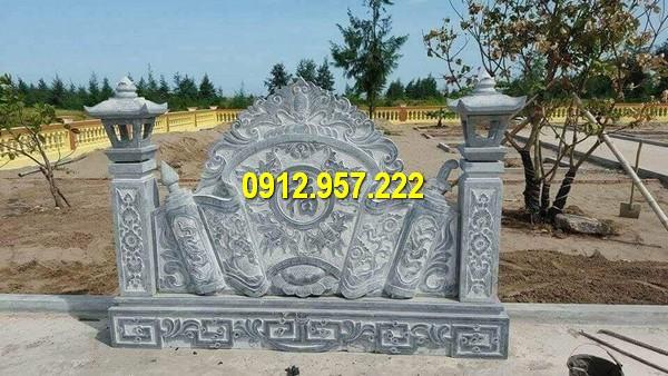 Cuốn thư thường được đặt ở vị trí ngay sau cổng đá