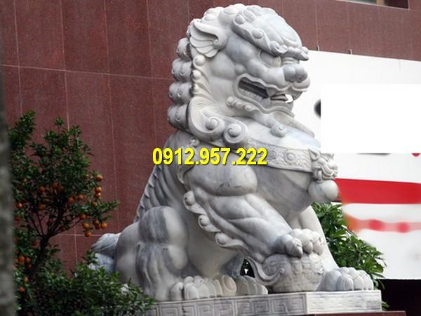 Sư tử đá gắn liền với hình tượng dũng mãnh, uy nghiêm