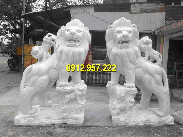 Sư tử đá Non Nước Đà Nẵng được chế tác từ đá tự nhiên nguyên khối, đường nét tinh tế