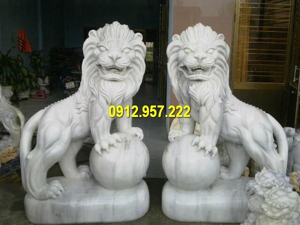 Cặp sư tử đá trước cổng kích thước chuẩn phong thuỷ
