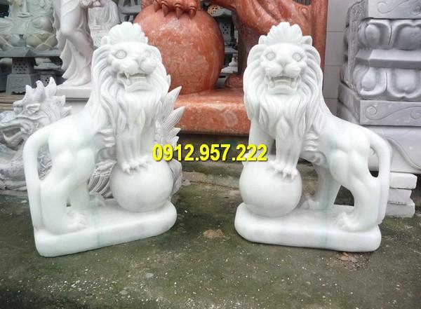 Mẫu thiết kế sư tử đá trắng kích thước nhỏ