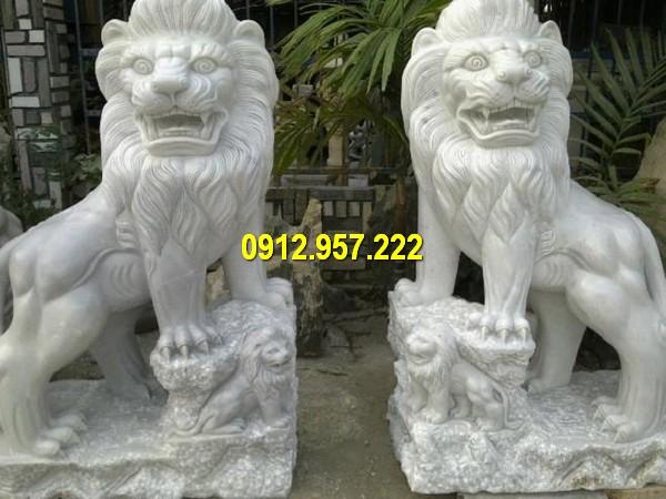 Cặp sư tử đá trước cổng đẹp