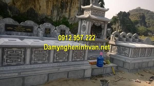 Xây mẫu mộ đá đôi ở Bình Phước