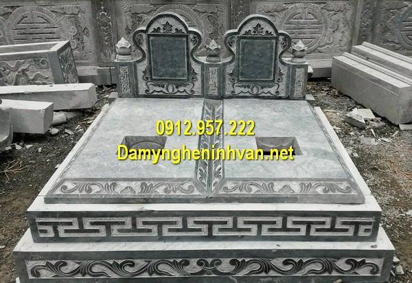 Xây mẫu mộ đá đôi ở Bạc Liêu