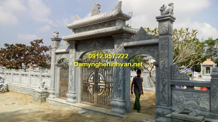 Cổng tam quan chùa đền