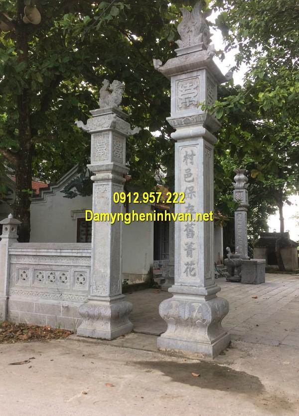 Cột đá nhà thờ họ