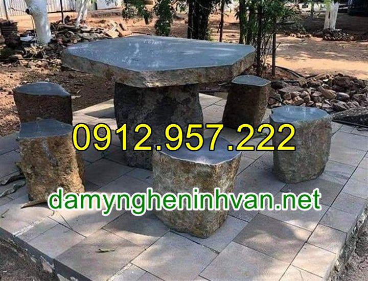 Bán bàn ghế đá tự nhiên để ngoài trời đẹp