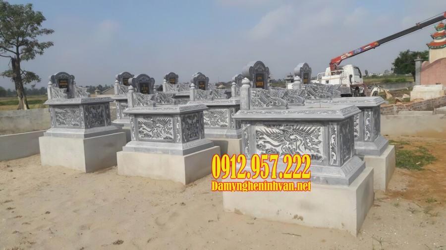 Những ngôi mộ đá bành với phần hậu bành bài vị chạm khắc đẹp mắt