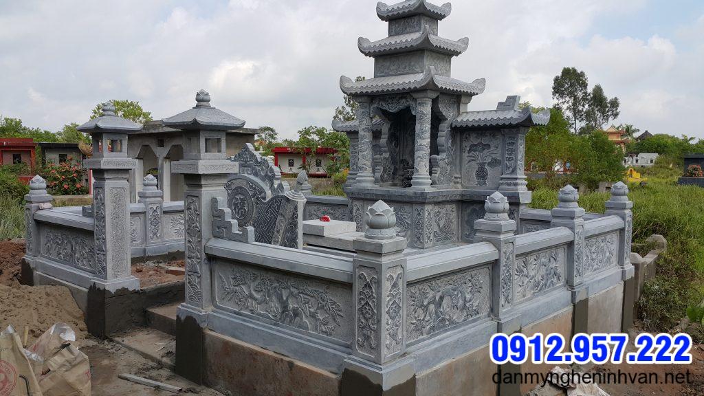 hành lang khu nhà mộ bằng đá