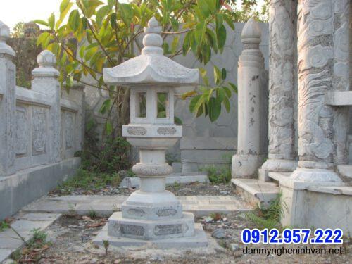 Mẫu đèn đá trang trí sân vườn biệt thự