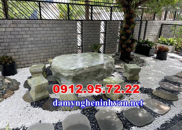 Bàn ghế đá ngoài trời tại Nha Trang, bàn ghế đá tự nhiên , bàn ghế đá