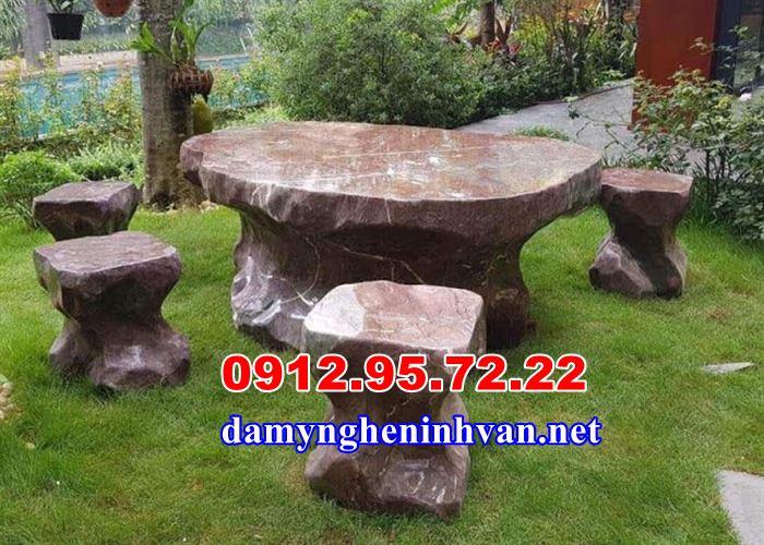 Bàn ghế đá tự nhiên sân vườn tại Hòa Bình