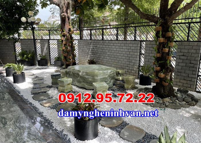 Bàn ghế đá tự nhiên trong biệt thự tại Nha Trang