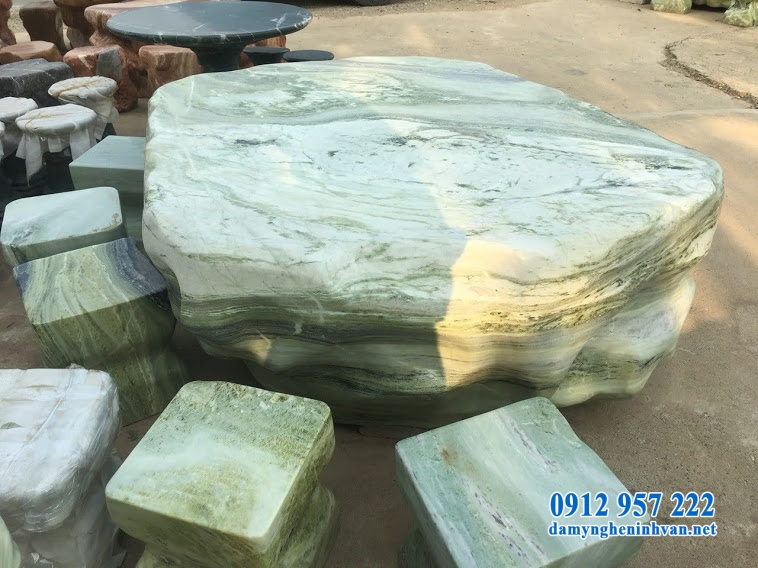 Ưu điểm của bộ bàn ghế đá nguyên khối