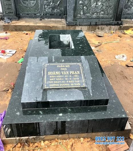 Mộ đá trong khu lăng mộ